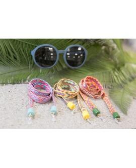 Cuelga gafas étnicos con terminal de resina
